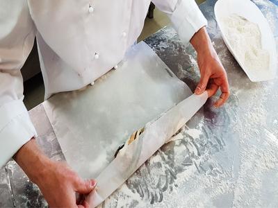 pane aromatico nella carta forno